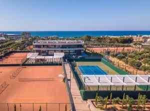 Ζήστε την μαγεία του Padel στο Lyttos Beach Tennis Academy