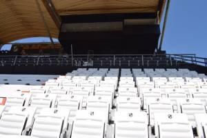 Νέα καθίσματα στο γήπεδο του ΟΦΗ