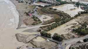Εικόνες-ΣΟΚ στην Κρήτη: H λάσπη σκέπασε τα γήπεδα! (VIDEO)