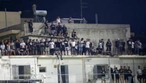 """Το μήνυμα των οπαδών του ΟΦΗ απο την ταράτσα: """"No tickets, no problem"""""""